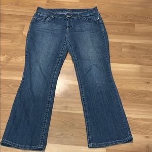 Maurices light washed jeans size 13/14 Reg